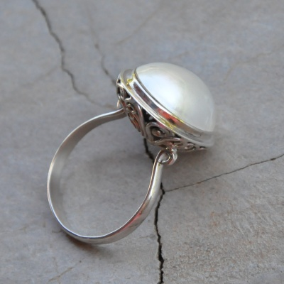 Double Sided Detail Pearl Ring