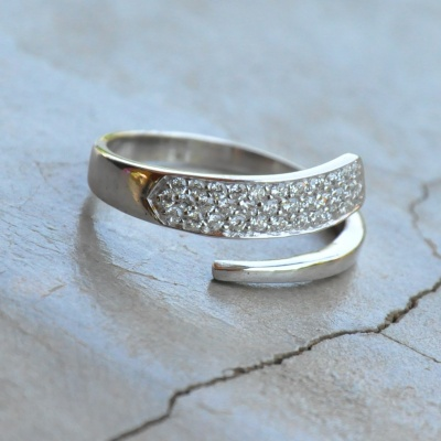 Overlapping Cubic Zirconia Ring