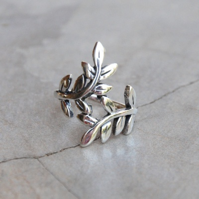 Overlapping Leaf Ring