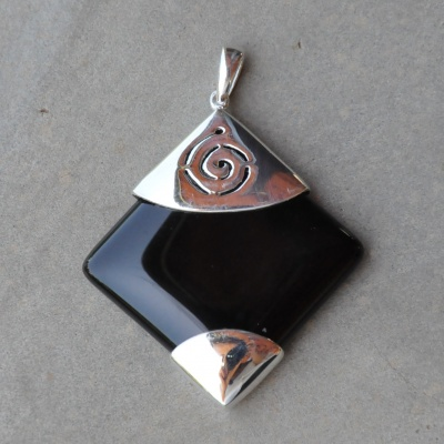 Sterling silver and black onyz pendant