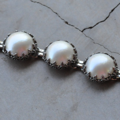 Sterling silver bracelet with Mabe pearl stones  R2300 X 1 WBRG009