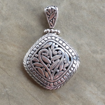 Silver Diamond Detailed Pendant From Bali
