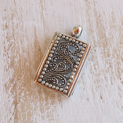 Silver Rectangular Detailed pendant