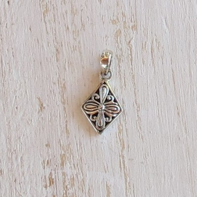 Silver Detailed Diamond Pendant