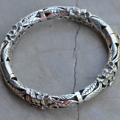 Sterling silver detailed solid bangle x 1 R1490 WBRS018